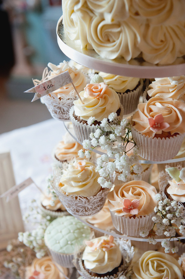 Countryside cupcakes wedding cupcakes our beautiful wedding cupcake displays are a wonderful way to share celebratory cake on your wedding day with your family and friends junglespirit Image collections